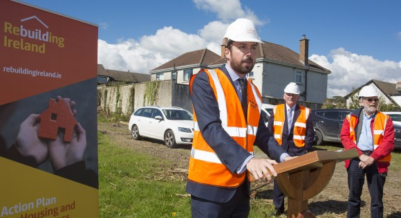 Minister for Housing Eoghan Murphy addresses invited guests and the media at the turning of the sod to mark the occasion of the commencement of construction of the 42 house scheme at Kilbride Lane, Bray.